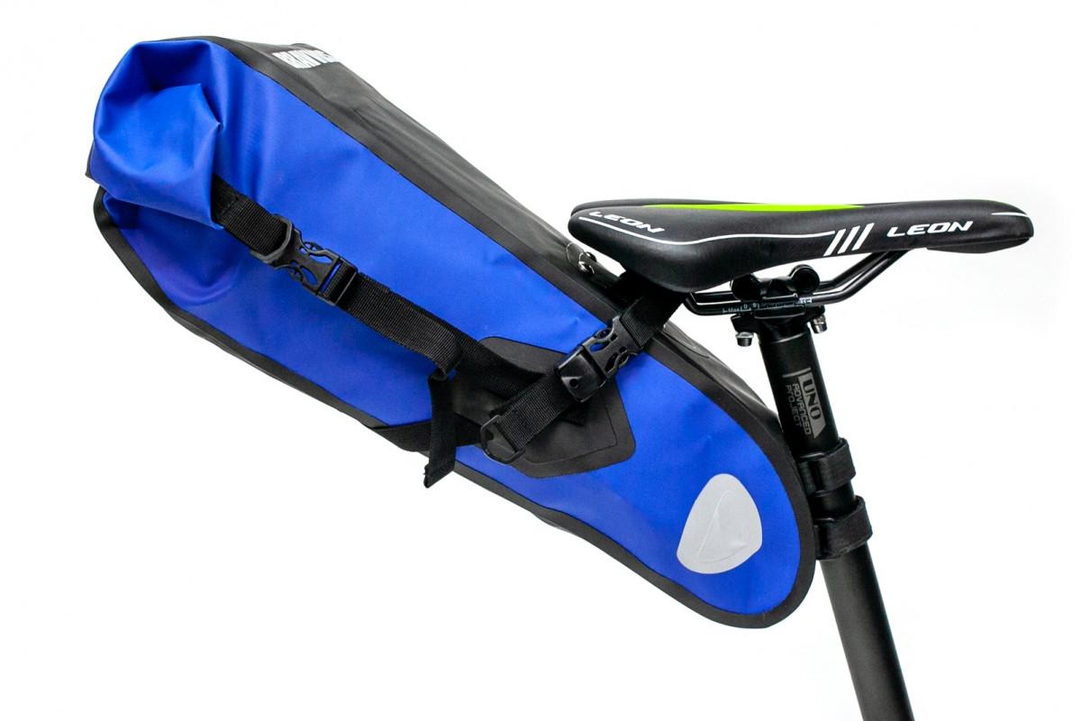 """Фото Велосумка """"байкпакинг"""" под седло 62x14x14cm черно-синий BRAVVOS A2-402 водоотталк. материал с официального сайта OSKAR™"""