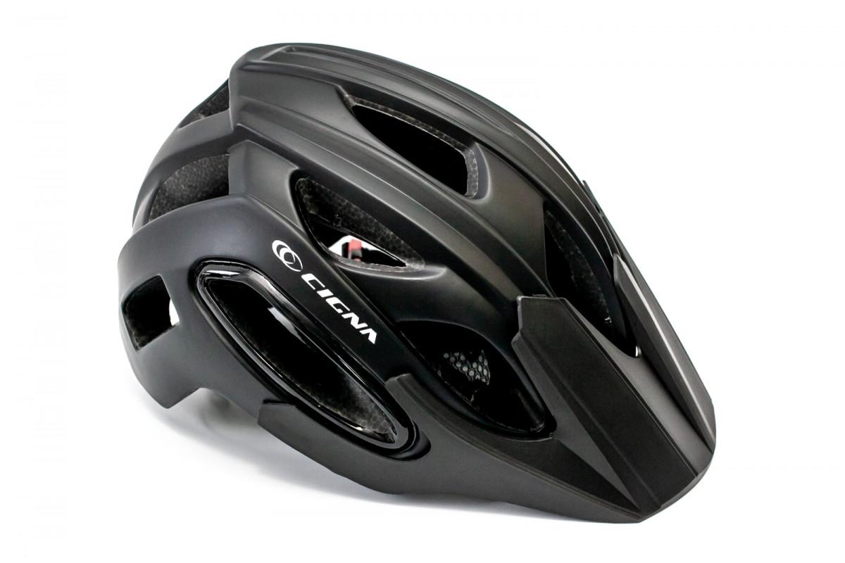 Фото Шлем велосипедный с козырьком с габаритным фонарем LED CIGNA WT-088 черный с официального сайта OSKAR™